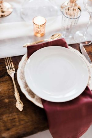 Dusty rose velvet napkin - Decor Rental - Mlle Artsy