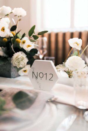Marble hexagon table numbers - Decor Rental - Mlle Artsy