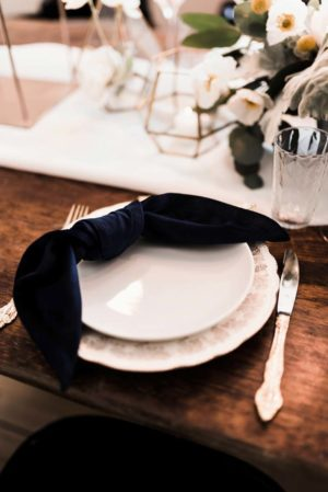 midnight blue velvet napkin - Decor Rental - Mlle Artsy